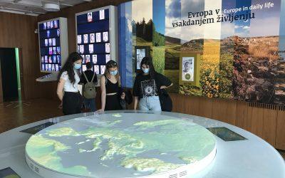 Dijakinje 2. letnika na ekskurziji po Ljubljani
